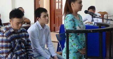 2 sinh viên thuê người tạt axit bạn học