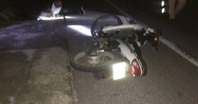 Tai nạn kinh hoàng: Nam thanh niên đâm gãy cột mốc chết thảm trong đêm