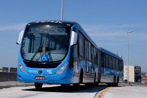 Hành khách hoảng sợ khi chiếc xe buýt hai khoang bỗng bị đứt làm đôi