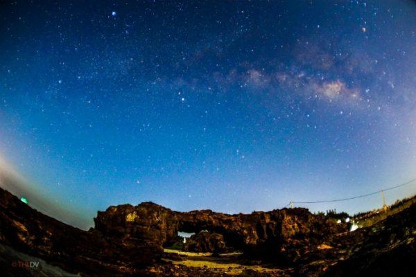 Cổng tò vò huyền thoại trong màn đêm rực rỡ ở Lý Sơn