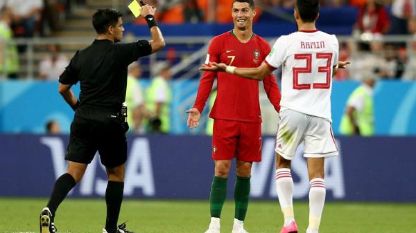 Ronaldo đá hỏng quả 11 m