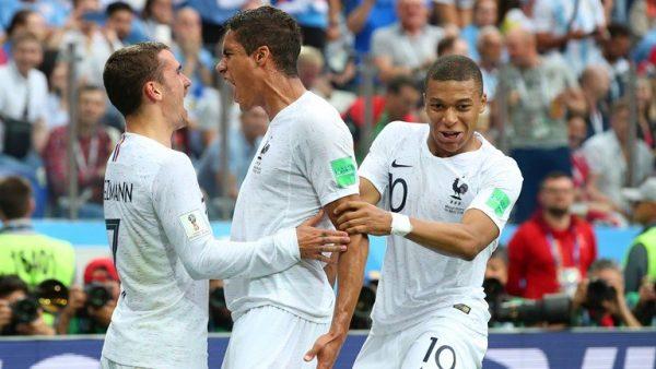 Các cầu thủ Pháp phối hợp nhuần nhuyễn