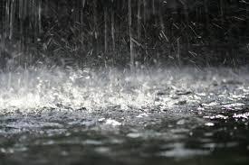 mơ thấy mưa lớn điềm báo gì