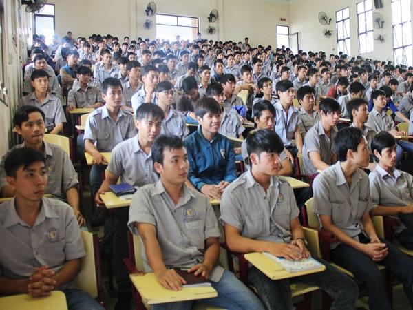 Đề xuất tiếng Anh là môn học bắt buộc trong chương trình cao đẳng