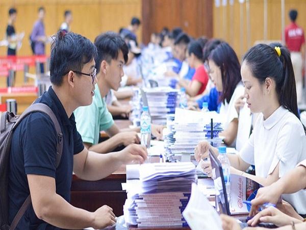 Hơn 300 sinh viên có thể bị thôi học nếu không nộp bằng tốt nghiệp THPT
