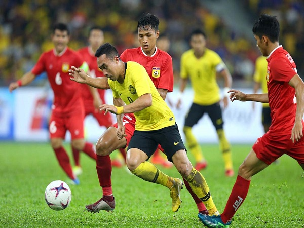 Thắng nhọc nhằn Lào, Malaysia tạm xếp nhất bảng A