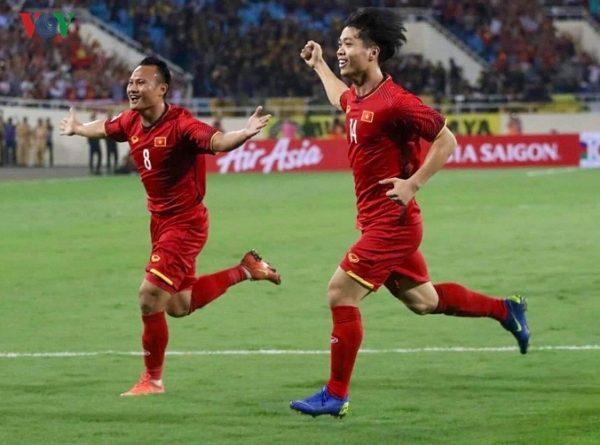 Đội tuyển Việt Nam thắng Malaysia nhờ pha lập công của Công Phượng, Anh Đức