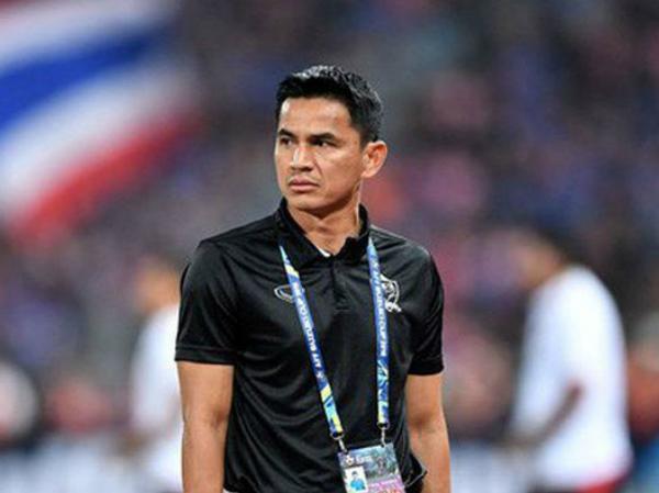 Tin đồn về việc đội bóng của Văn Lâm mời HLV Kiatisak dẫn dắt